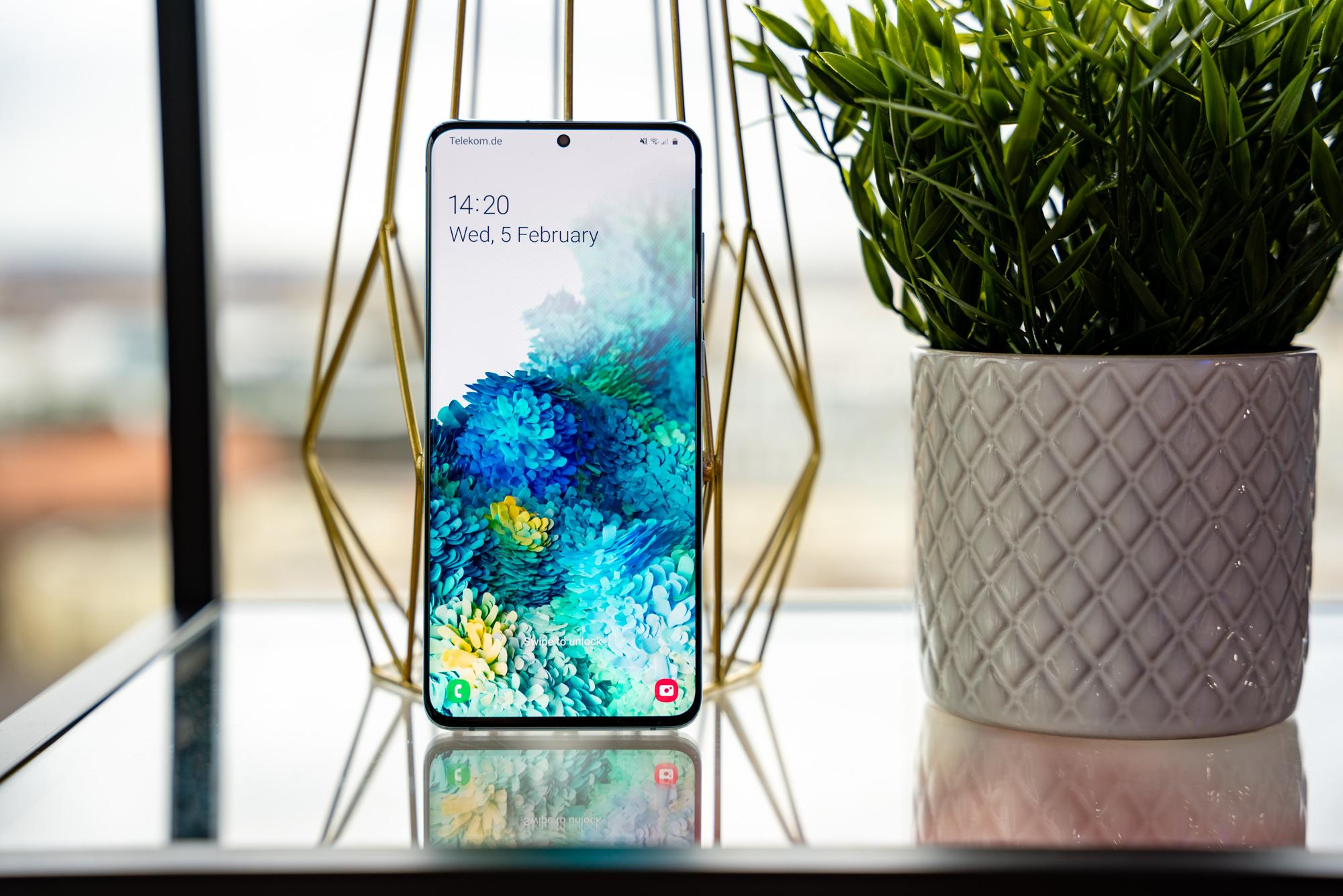 Berriagoak ez du zertan hobe esan nahi.  Samsung Galaxy S20 Ultra do Galaxy 10+ oharra - zein telefono aukeratu behar duzu?