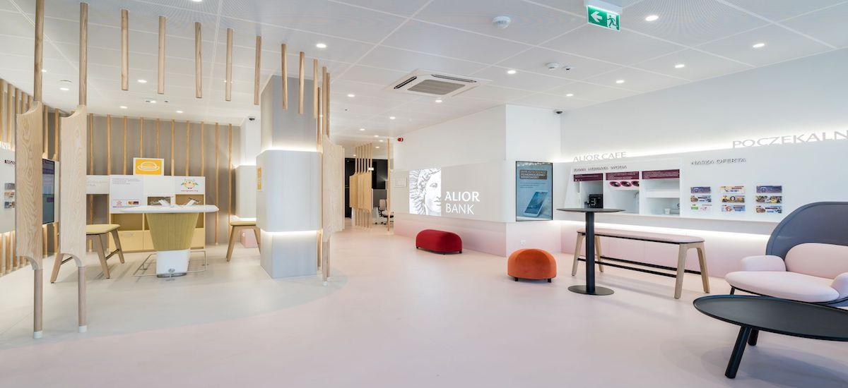 Kafea ekologikoa, autoservizioko standak eta zona digitala, hau da, Alior Bank-ek bere sukurtsalak aldatzen ditu