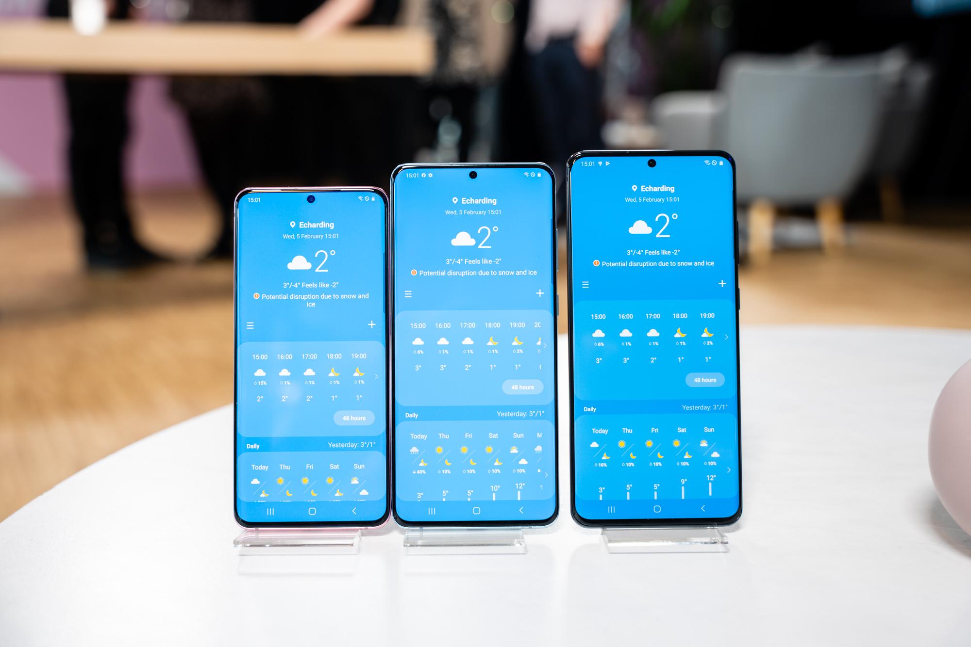 """Ez, ez zara zu bakarrik.  Samsung-ek telefono mugikorreko jabeak bidali zituen Galaxy mundu osoko jakinarazpena """"1"""""""