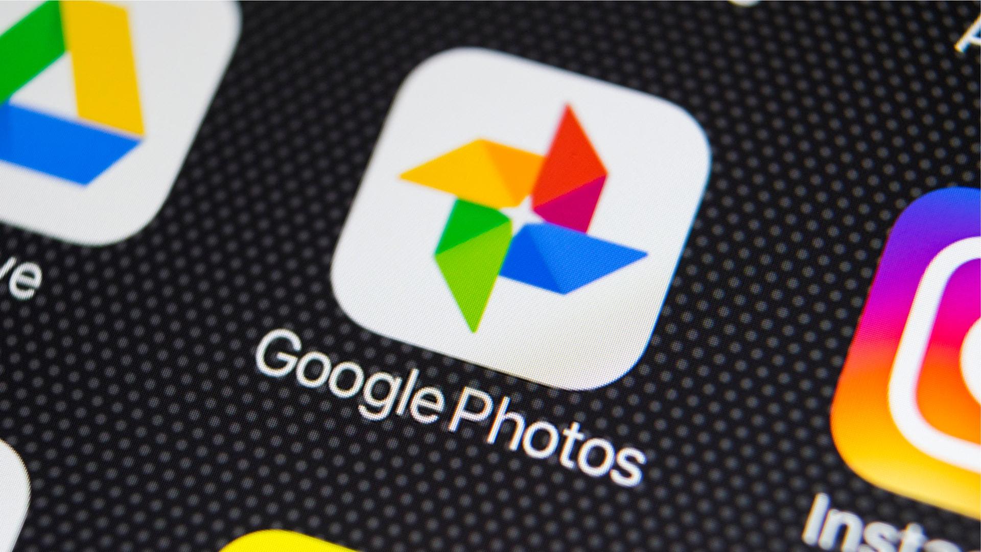 Ordaindu Google-ri zure argazkien ausazko 10 inprimaketa bidaltzeko hilero.  Zaude?