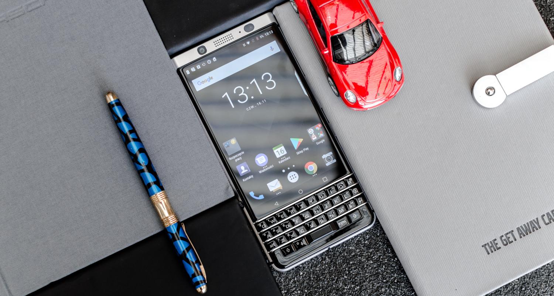 Bukatu da.  TCL-k ez ditu BlackBerry smartphoneak ekoiztu eta salduko