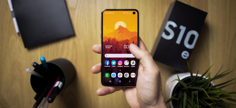 Samsung-en oinordekoari buruz Galaxy S10e?  Litekeena da tolestuta egotea Galaxy Irauli Z