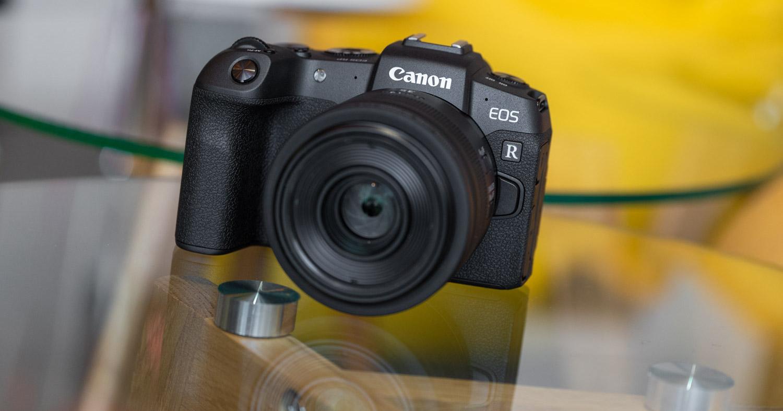 """Canon ispilurik gabeko aparatuek """"trinity santua"""" dute. Hona hemen 15-35 mm eta 24-70 mm f / lente berriak2.8"""