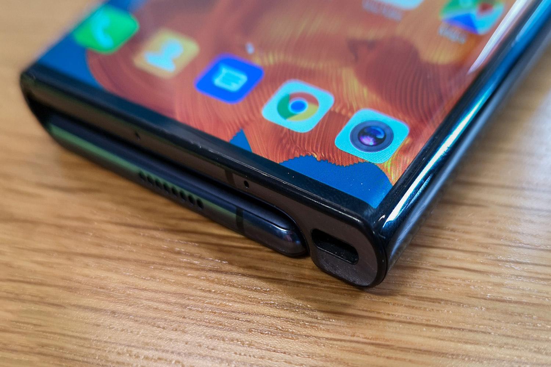 100.000 saltzen ditu Huawei-k  Mate X tolestea hilero, baina Samsung-ek lasterketa irabazi du