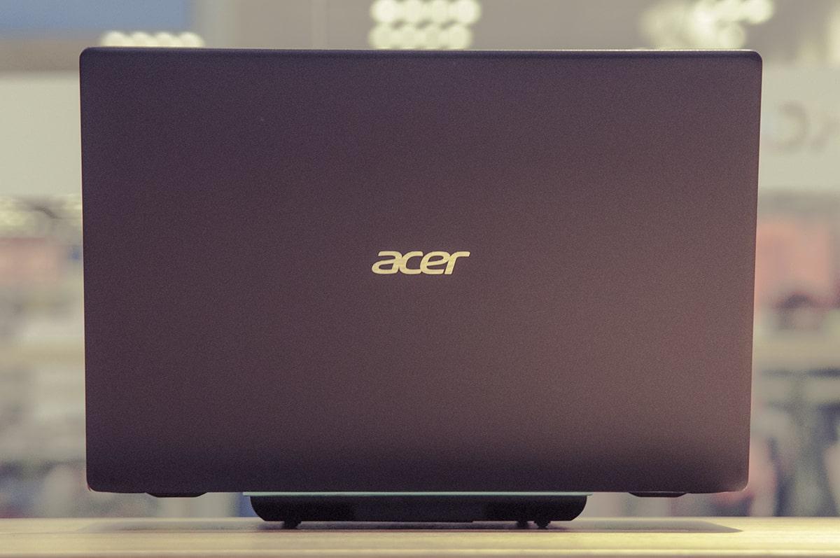 Acer denbora guztian esperimentatzen ari da.  Gustatzen zait ordenagailu eramangarri perfektua estandar berria bilatzen duenean