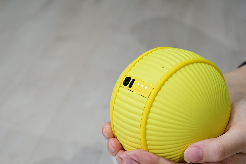 Robot zoragarria!  Samsung Ballie zure etxeko adimendunaren lagun horia da