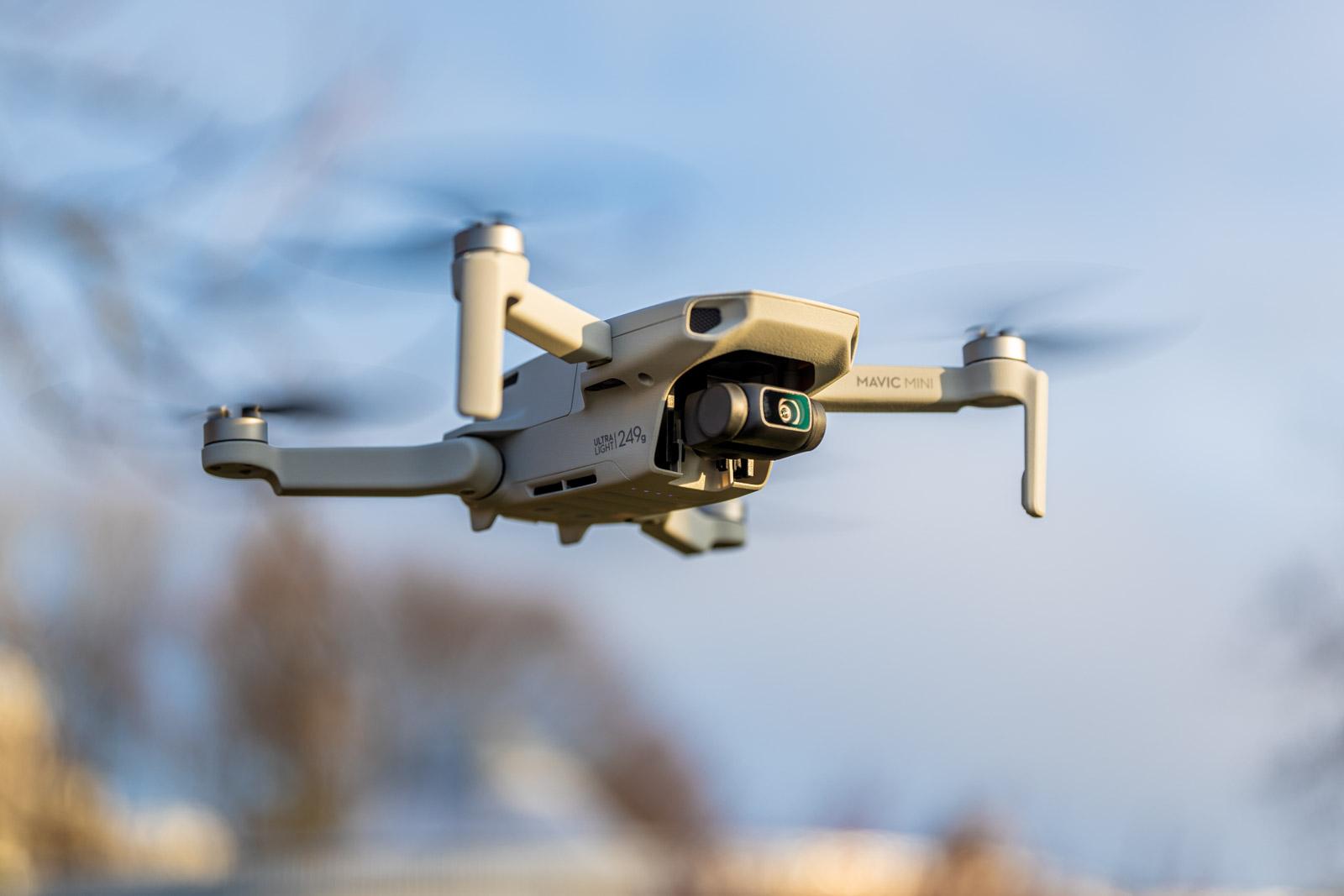 Softwarea duten DJI drone merkeena.  Hau Mavica Mini-ren lehenengo eguneratze nagusia da