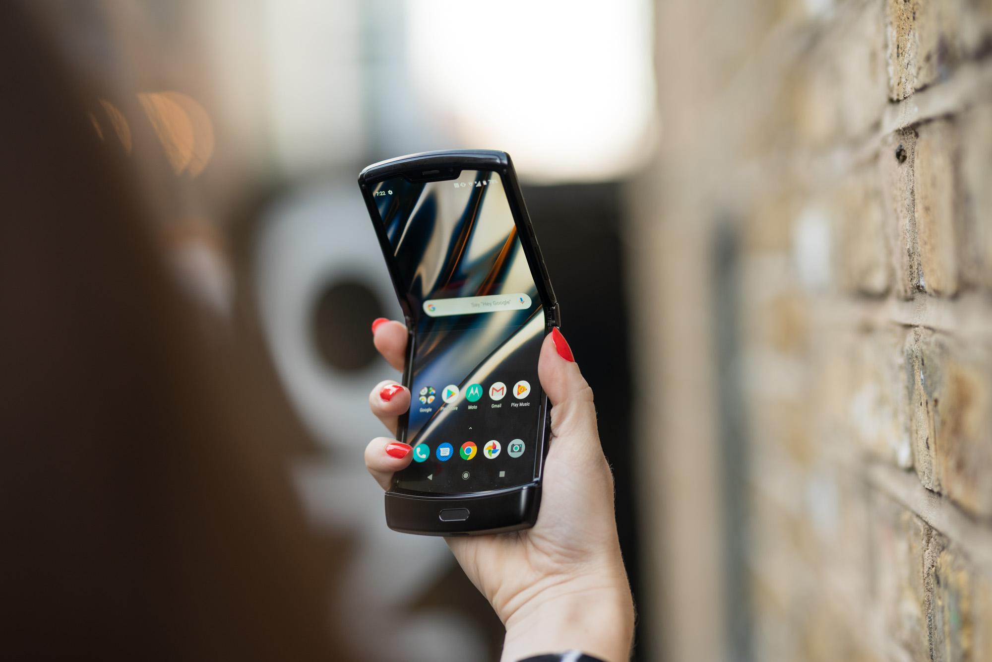 Motorola Razr-en zain al zaude?  Albiste txar batzuk ditugu: salmenten atzerapena