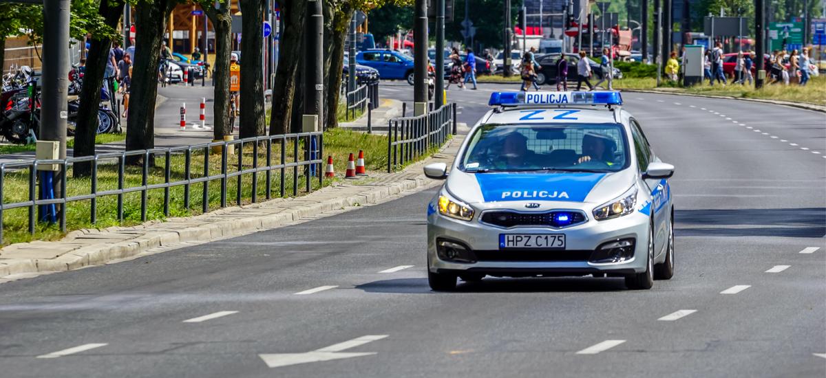 Polizia poloniarrak ausartki hartu zuen XXI.  Errepideen gertakarien mapa gidariei istripuen berri ematea da