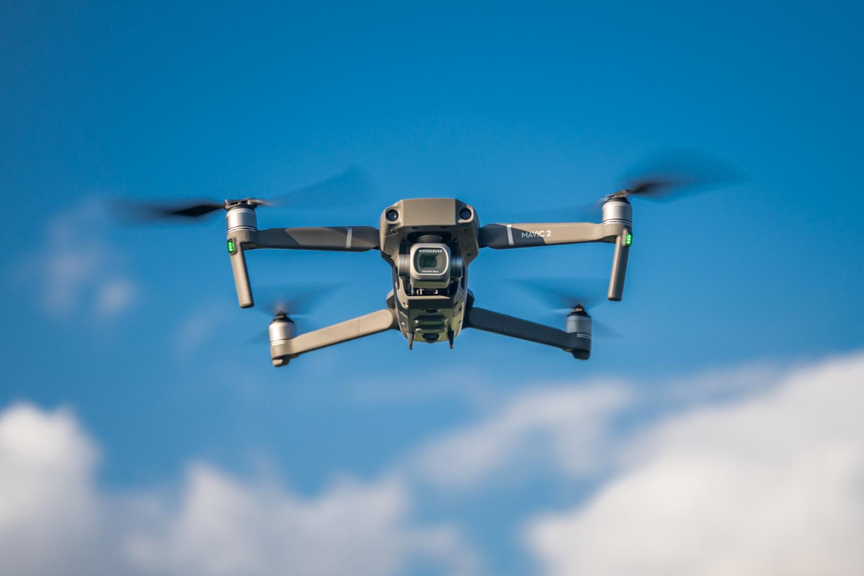 Ez dago drone anonimo gehiago hegan egiten.  DJI aplikazioak zure gainetik nork egiten duen erakutsiko du