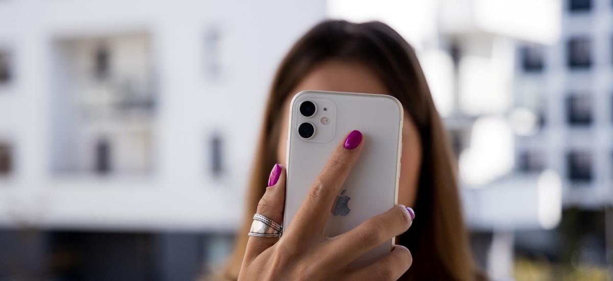 IPhone 11ren pantaila merkeak mahuka bat du.  Interfazea errendatzeko modua da