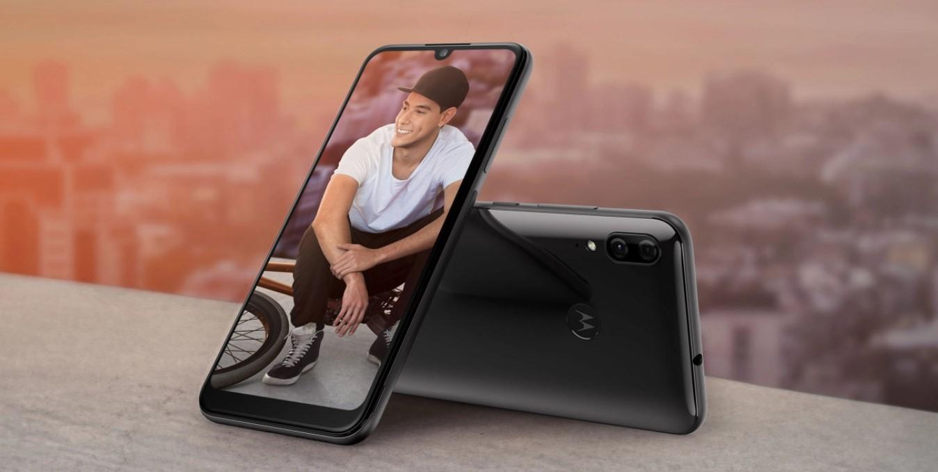 PLN 600ra arte smartphone bat bilatzen baduzu, ez begiratu gehiago.  Motorola Moto E6 Plus-ek behar duzun guztia dauka