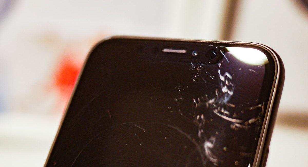 Erabiltzaileek kexu dira iPhone berriak erraz urratzen direla.  Nik sinesten dut arazo hau neure burua delako