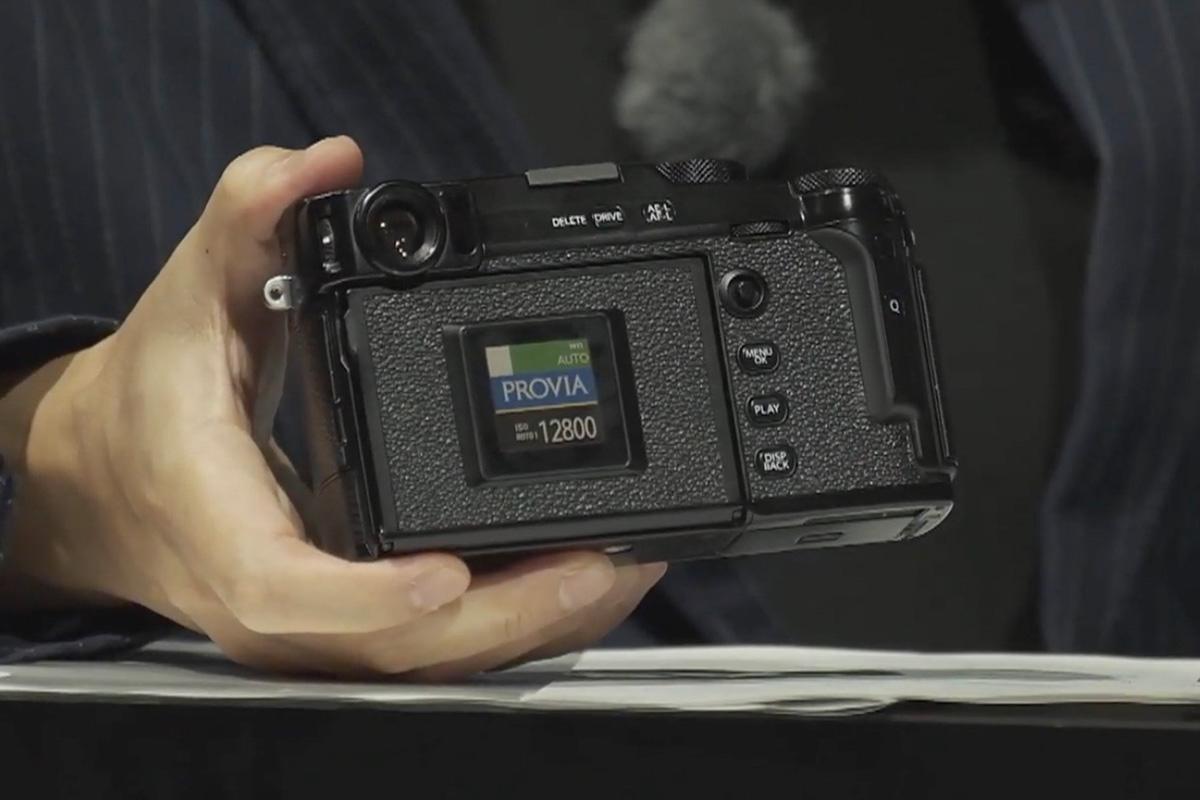 Fujifilm X-Pro3 titaniozko gorputzarekin eta ezkutuko pantailarekin dator