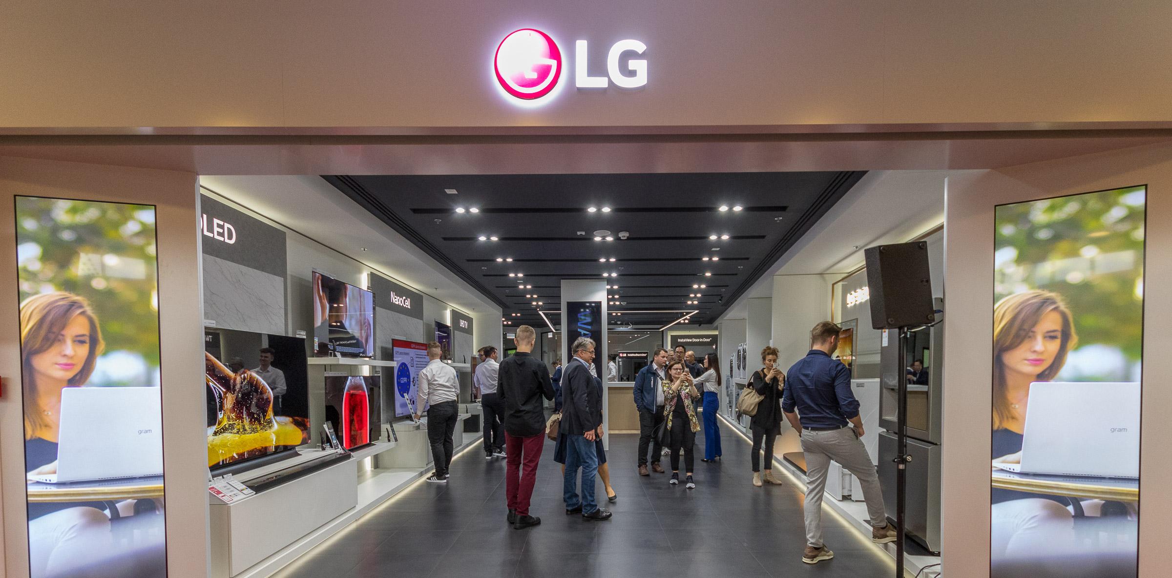 Europan lehen LG marka denda ireki berri da Polonian.  Horrela da barrua