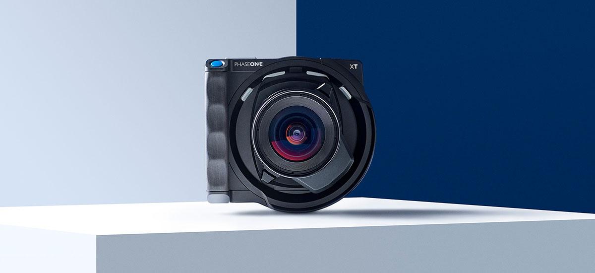 One Fase XT formatu ertaineko kamera modernoa da, auto on baten prezioan