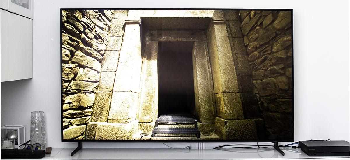 Samsung QLED Q950R nire bizitzan erabili dudan telebista onena da.  Eta hau 8K-ko eduki gutxi egon arren