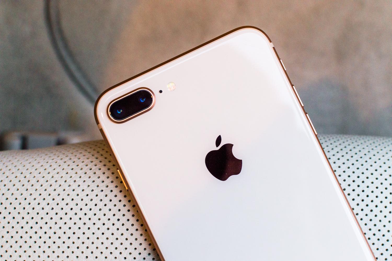 Apple arazoren bat izan dezake.  Kameraren inguruko auzia dago iPhonetan