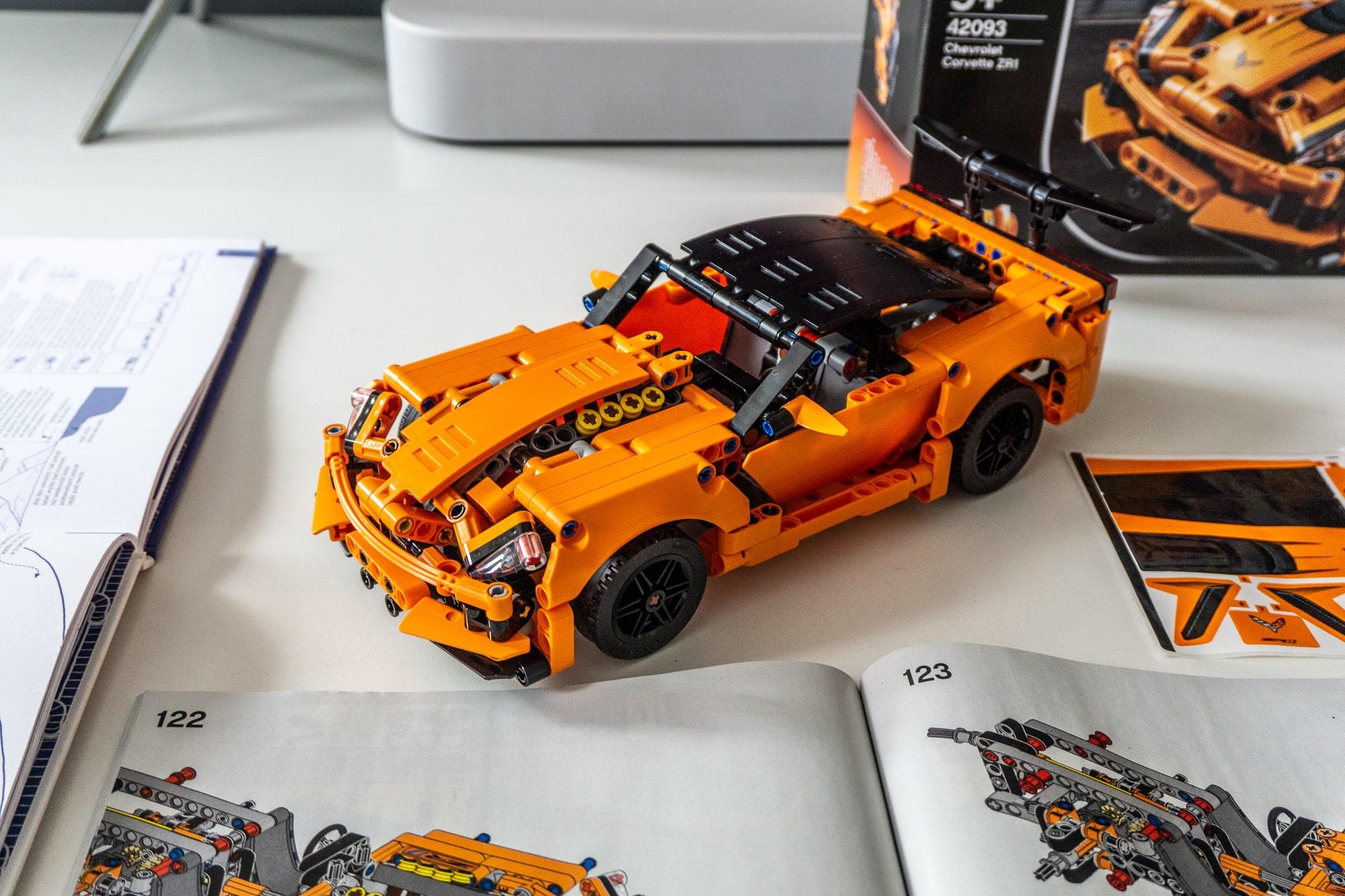 Elektrizitate gabe jolasten dugu: LEGO Chevrolet Corvette ZR1 prezio-edukien erlazio bikaina da.  Sorpresa baikorra
