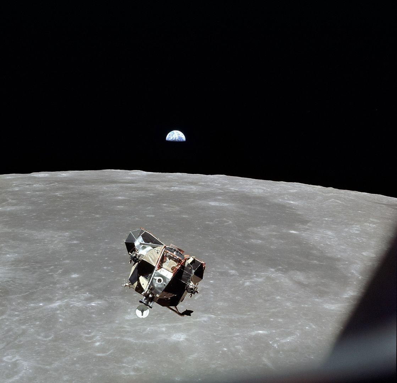Apollo astronautak software akats baten lehen biktimak izan dira.  50 urte igaro dira ilargira hegan egin zenetik