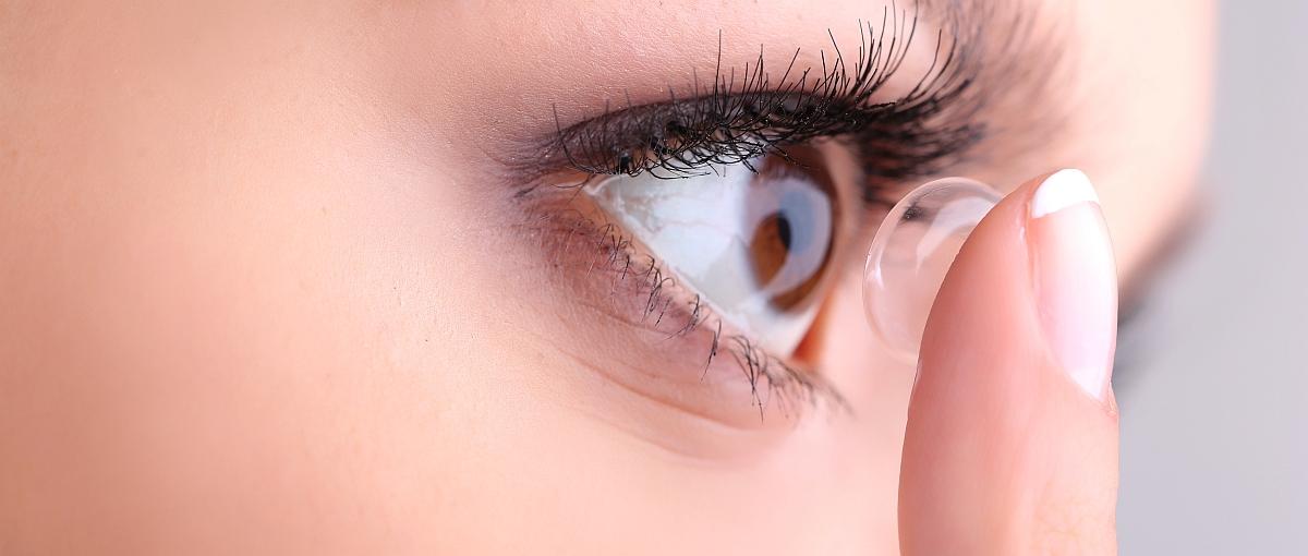 Bi aldiz keinuka begietan zoom gehitzeko.  Horrela funtzionatzen du kontaktu lente berriak