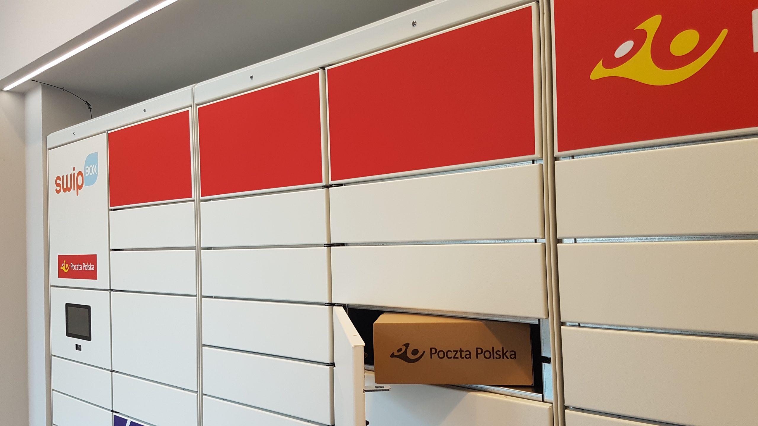 Paketen armairuak lehia dute.  Polish Post hasi berri da paketatze makinekin