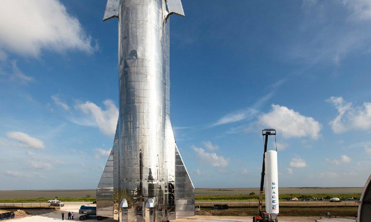 AEBetako armada SpaceXekin lan egiteko