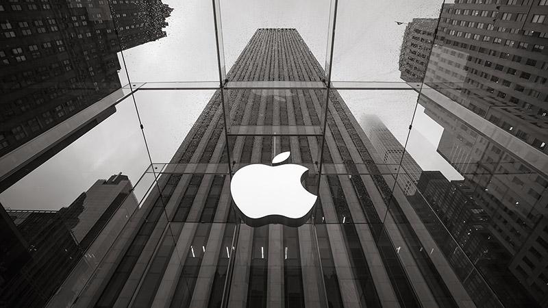 Apple Fortek Investment Group taldearen aurkako gatazkan sartu du Intel