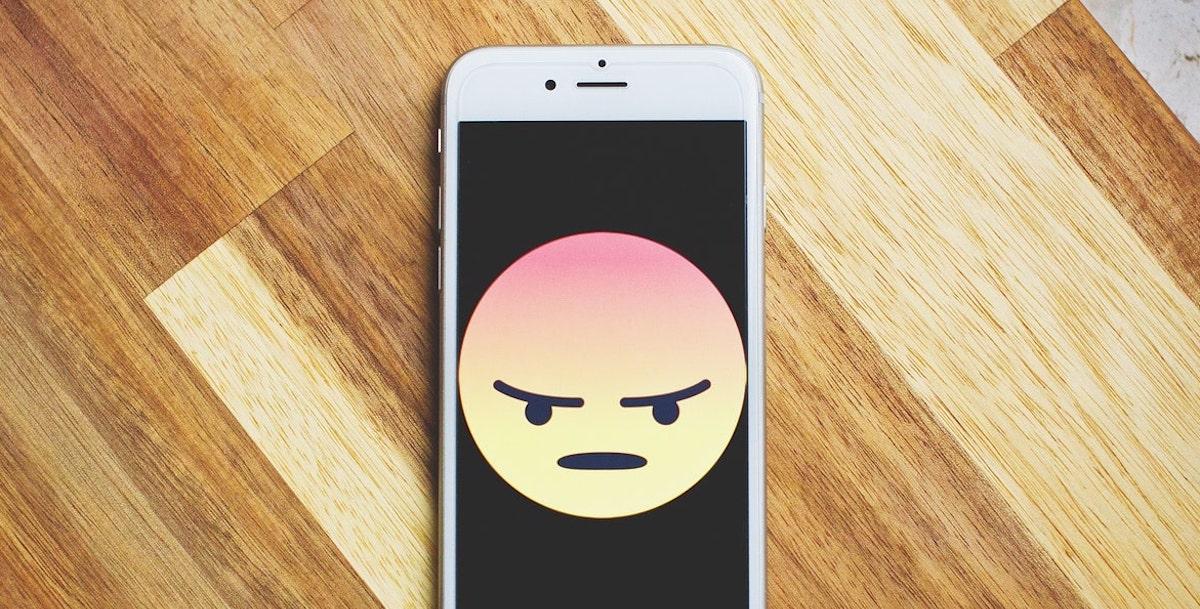 Apple Googlek salatu du iPhoneen inguruko albiste faltsuak ekoiztea  Google-k erantzuten du