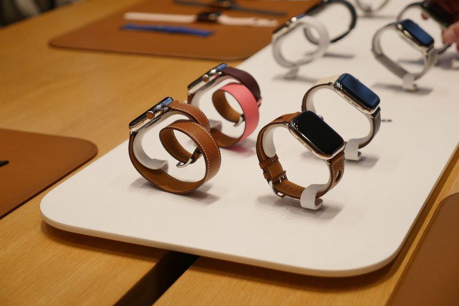 Apple Watch 4  bateriarekin harrituta