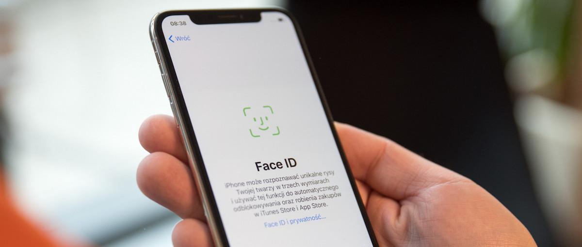 Betaurrekoak eta zinta itsasgarria zure iPhone Face ID segurtasuna apurtzeko behar duzun guztia da.  Eta beisbol bat