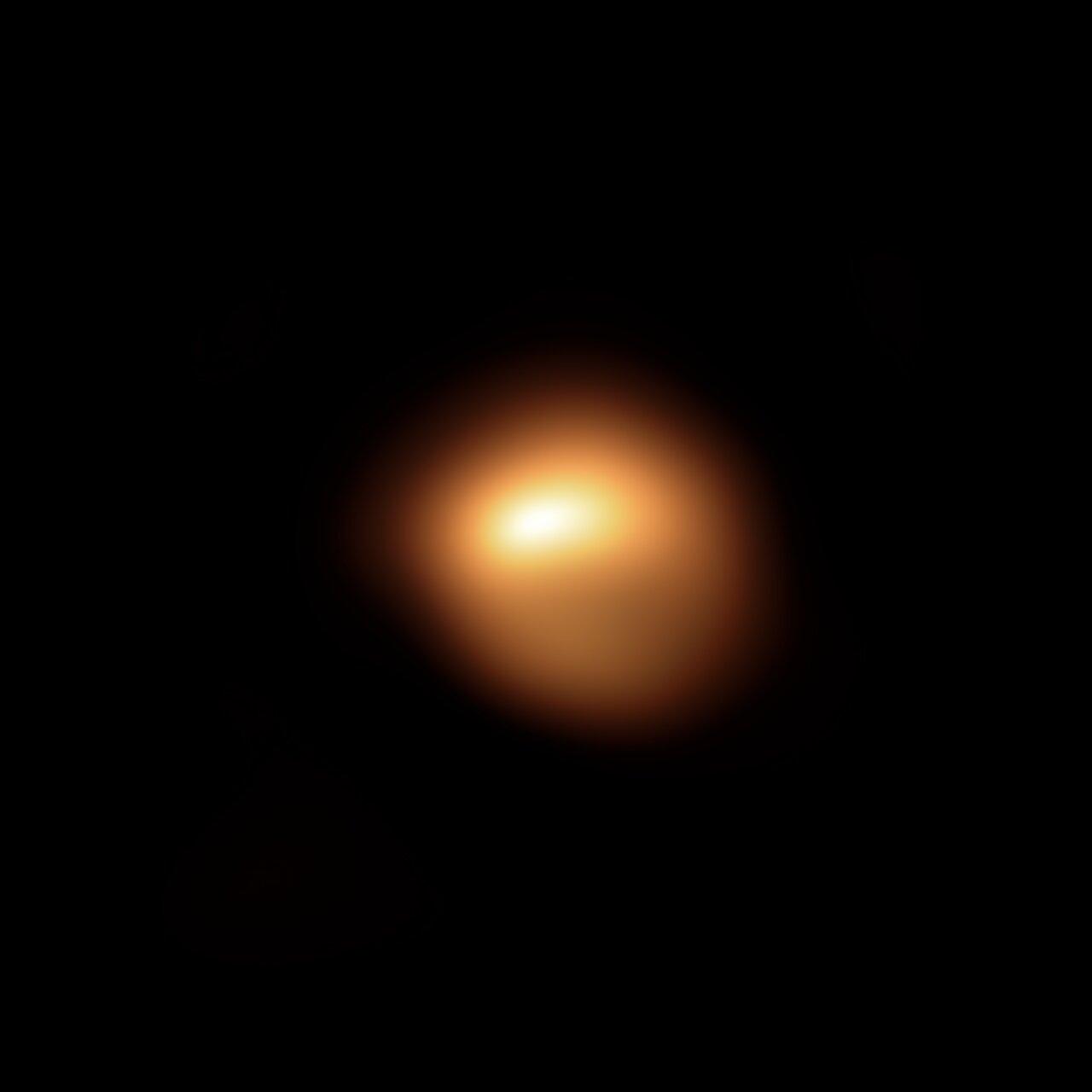 Betelgeuse iluntzeko argazki ikusgarria.  Astronomoek berarekin zer gertatzen ari den egiaztatzen dute