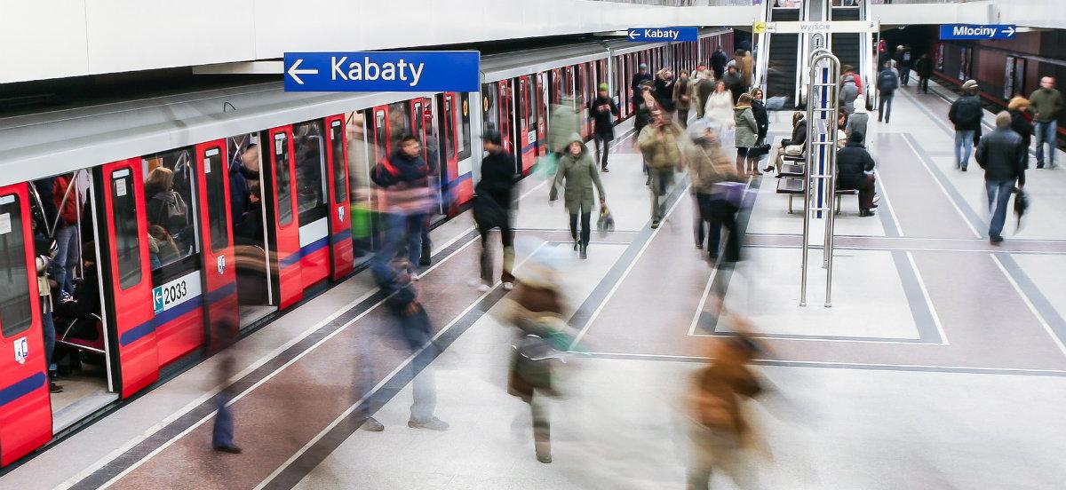 Bi geltoki berri iragarri dira Varsoviako Metroaren lehenengo linean.  Lana hasten da