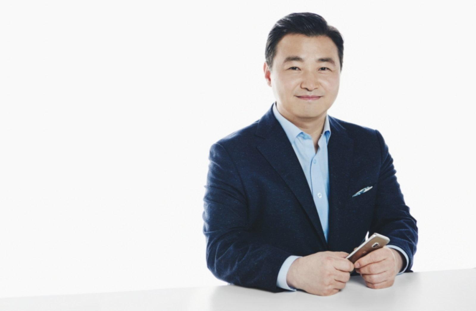CEO telefono Samsung atalean aldatu