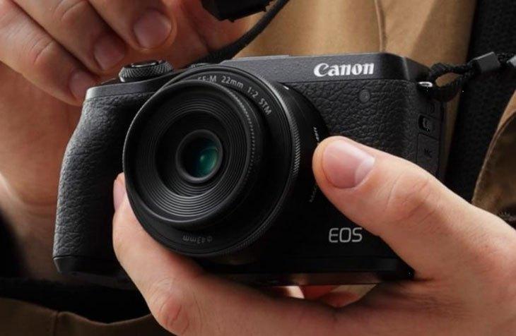 Canon EOS M6 Mark II eta EOS 90D datozenak dira.  Fabrikatzaileak ihes handia eman zigun