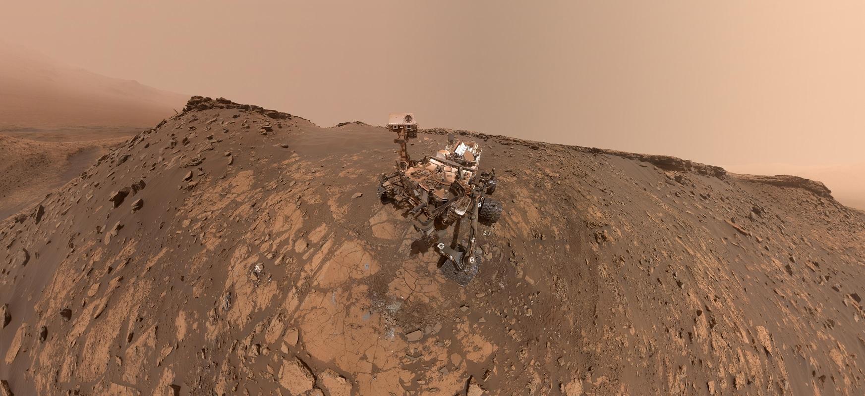 Curiosity rover bezala, bere buruari egin zion.  Grabaketa bat dago