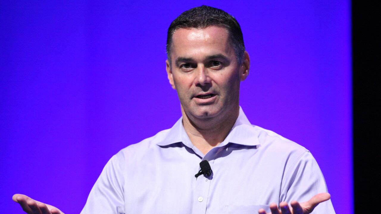 Dan McNamara AMD zerbitzaria saileko zuzendari nagusi gisa sartu da