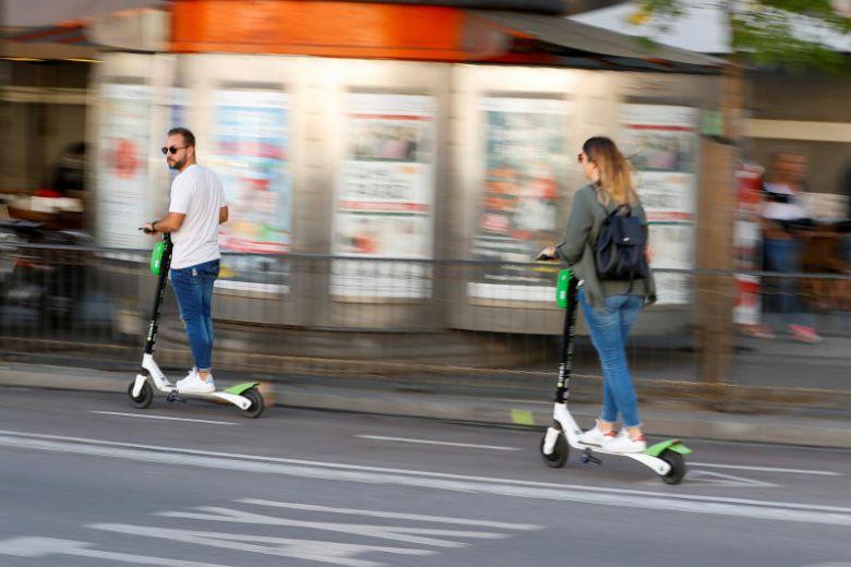 Debekatuta dago scooter gidaria hildako scooter partekatzeko zerbitzuak