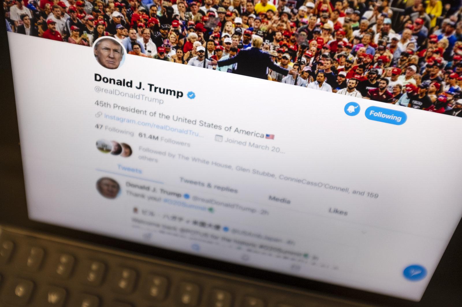 Donald Trump Twitter ezin izango ditu herritarrak blokeatu