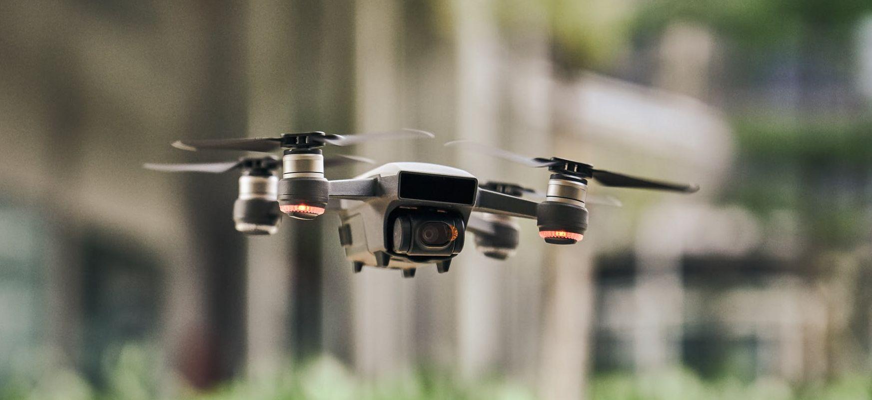 Dronek pandemiaren aurka borrokatzeko - kontrolatu, gidatu eta lotsa kontrolatzen dute