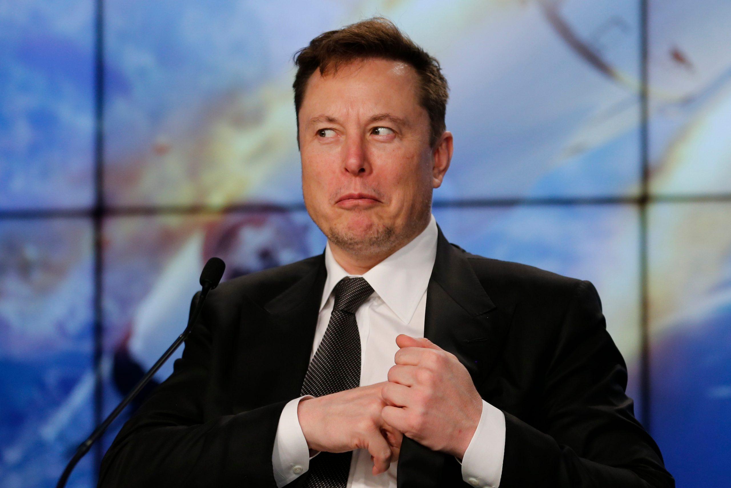 Elon Musk-en aholkuak: Facebook ezabatu, ahula da