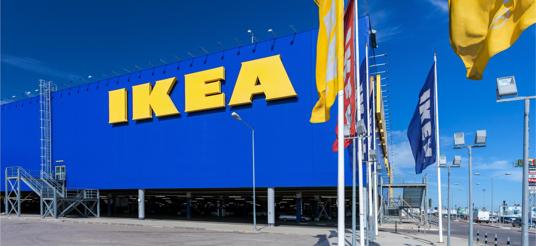 Erosketak Ikean, baina dendan sartu gabe.  Ontziak biltzeko makina berezietatik biltzen ditugu