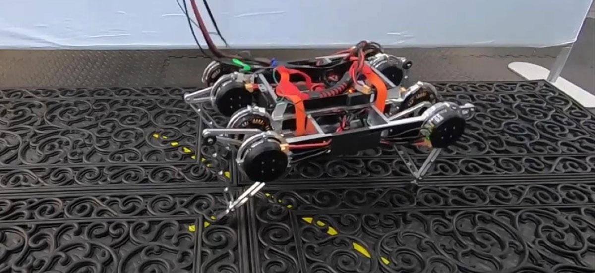 Google-en robotak lau ordutan ibiltzearen oinarriak menderatu zituen.  Ez zuen giza umezain bat behar