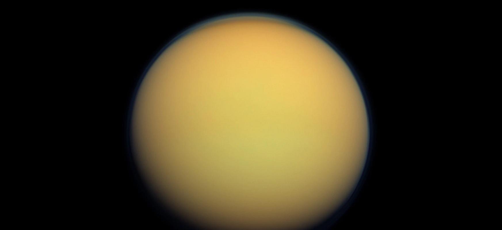 Hauts zurrunbilotsu masiboak Titan azalean eratzen dira.  Duna ugarien arduradunak dira