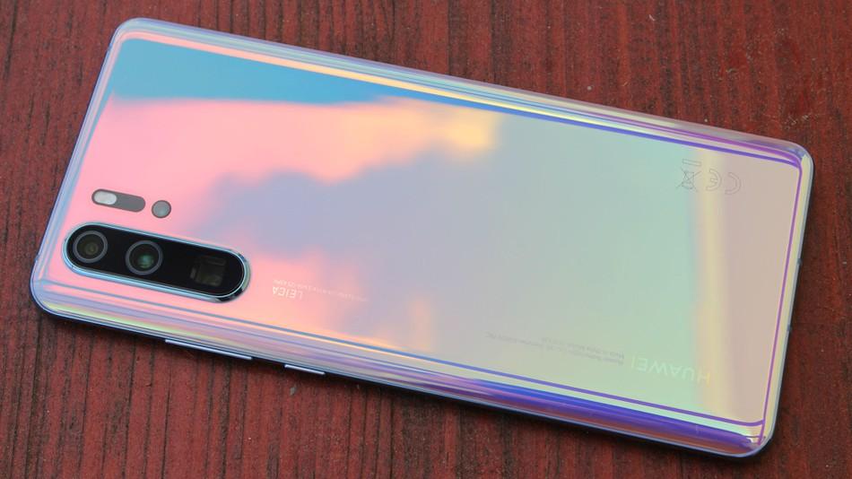 Huawei telefonoak Android gunetik kendu dituzte!