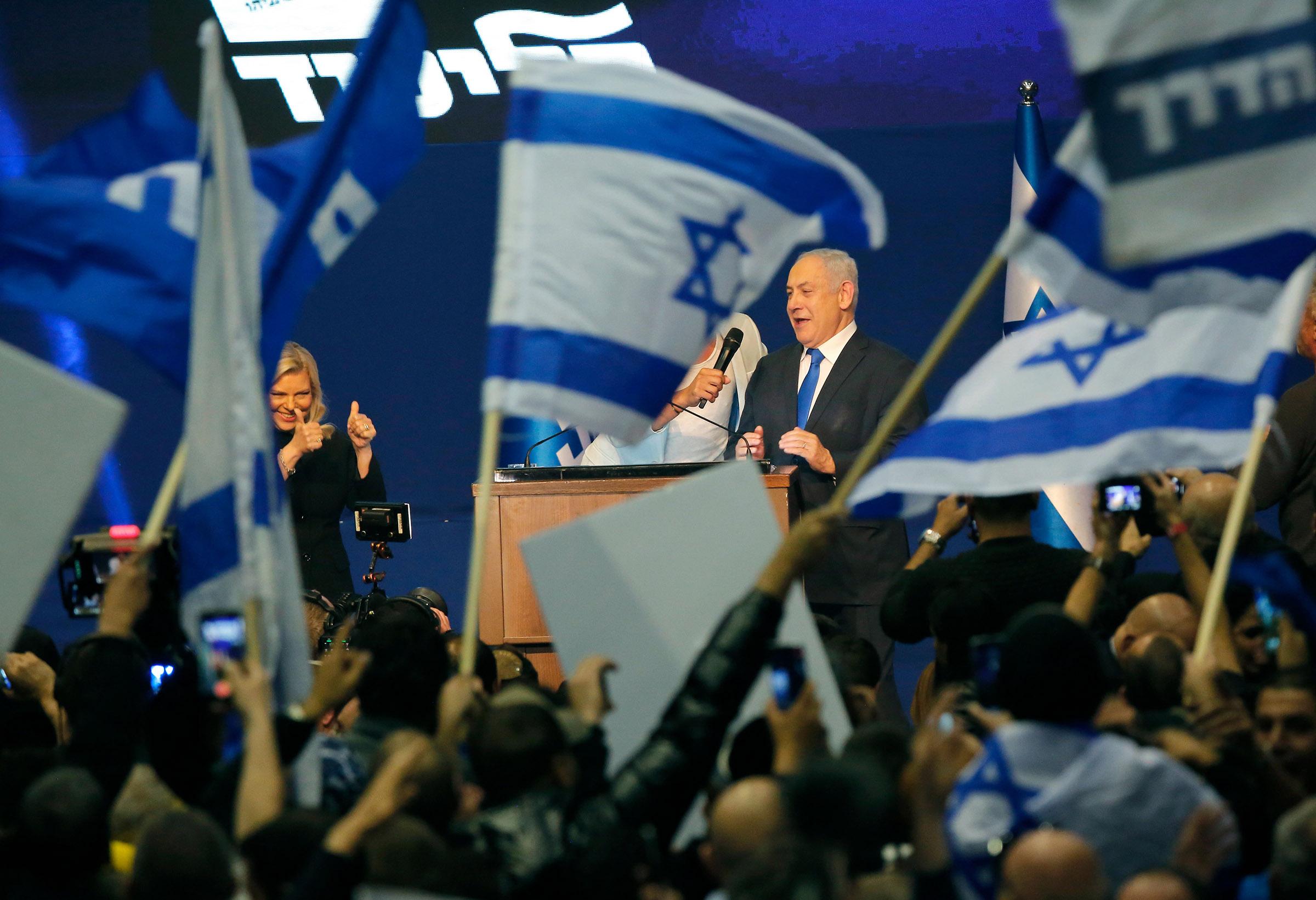 Israelek birusaren jarraipena egingo du telefonoaren datuekin
