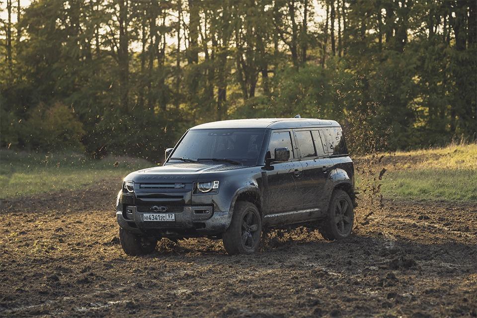 James Bond No Time To Die irudiak Land Rover iragarkian