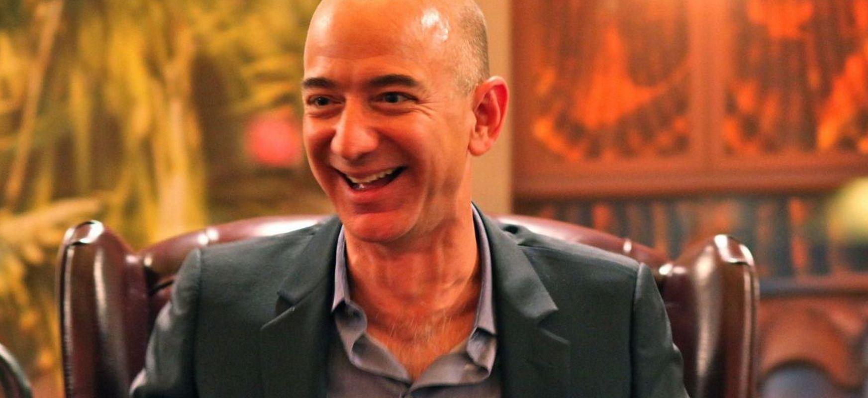 Jeff Bezos -entzat 6 urteak munduko lehen biliozalea izateko aukera du