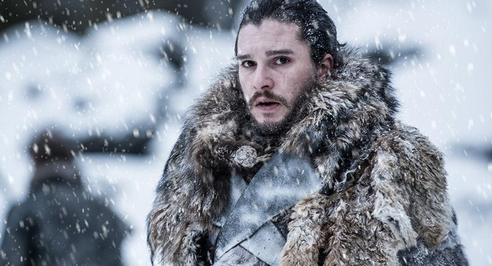 Jon Snow edo Kit Harrington Marvel unibertsoarekin bat egitea