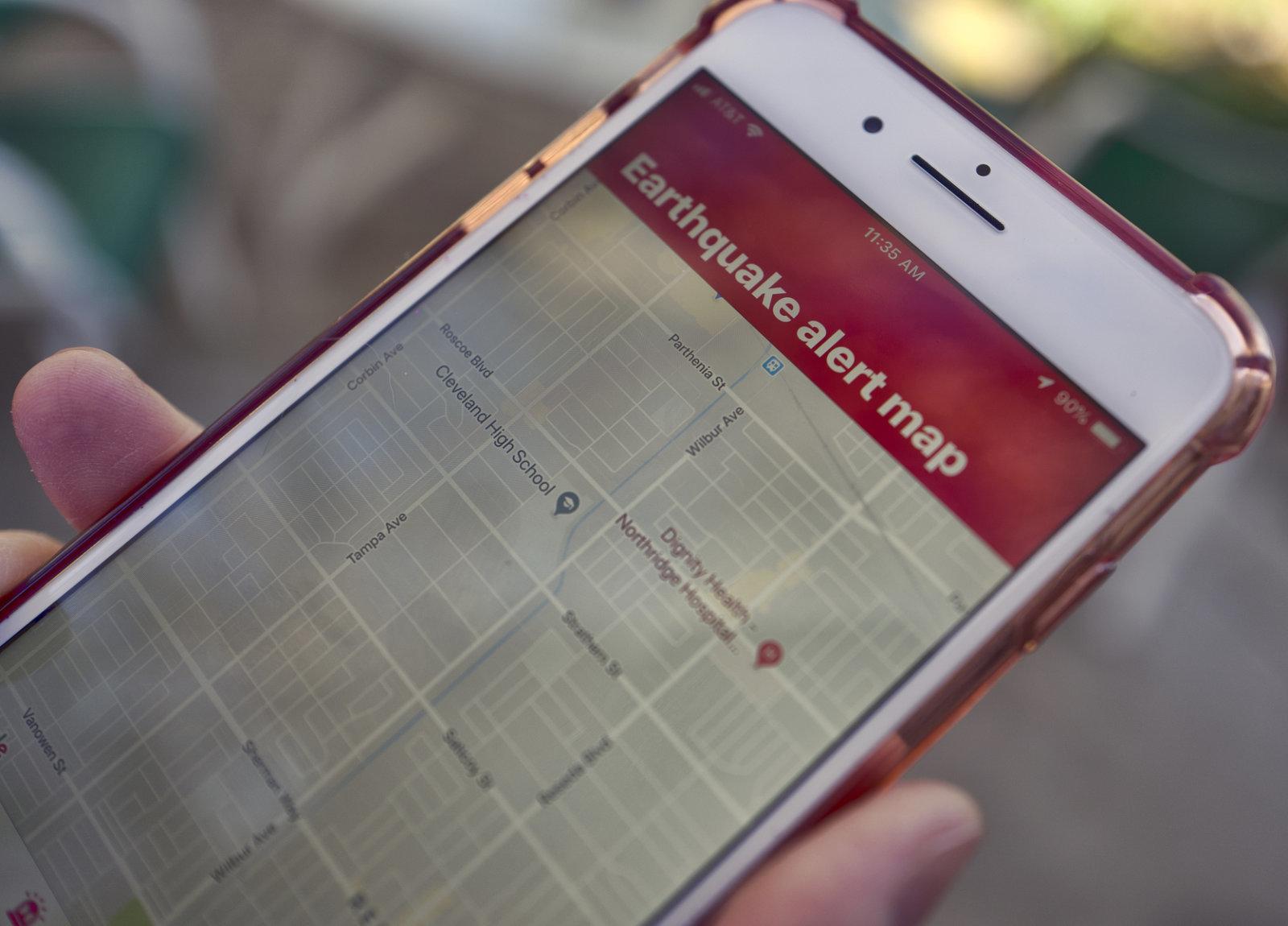 Kaliforniak lurrikararen alarma sistema jarri zuen abian